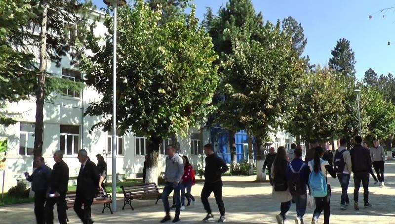 Mbushen rrugët e Dibrës, gjimnazistët protestë kundër bashkisë për shkollën