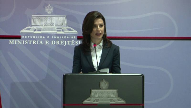 Ministrja Gjonaj: Shpallim të hapur konkursin për drejtoritë e burgjeve