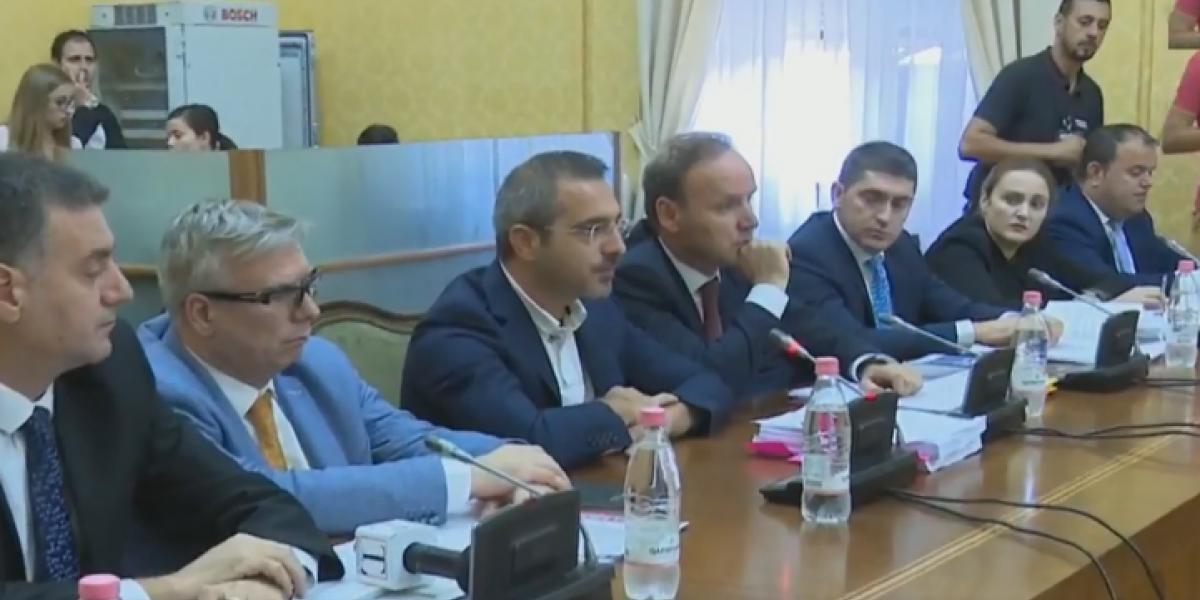 Këshilli i Imuniteteve shtyn për nesër vendimin për heqjen e mandatit të Tahirit