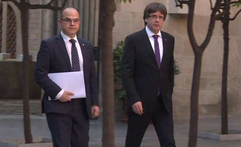 """Presidenti i shkarkuar i Katalonjës dhe disa ministra """"arratisen"""""""