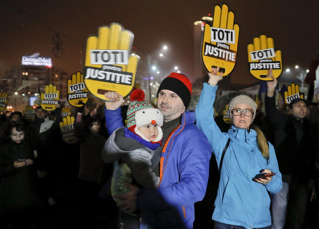 Rumani, protestuesit mbushin rrugët kundër korrupsionit
