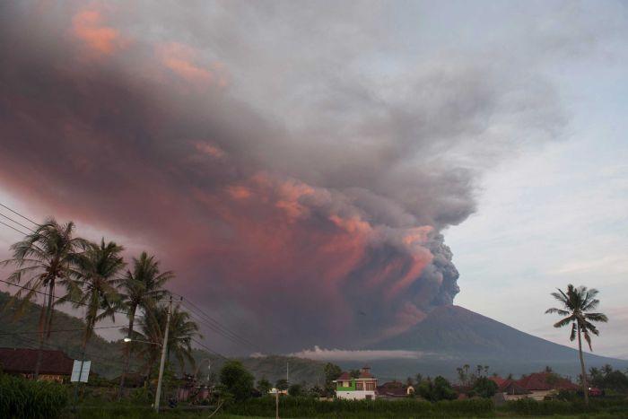 Situatë alarmante në Indonezi pas shpërthimit te vullkanit Agung