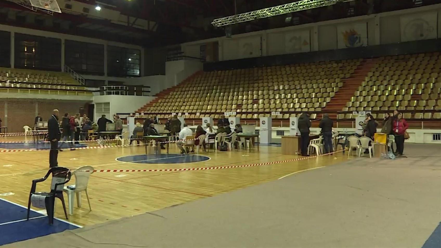Prishtina e Prizreni në pritje të numërimit të votave me kusht
