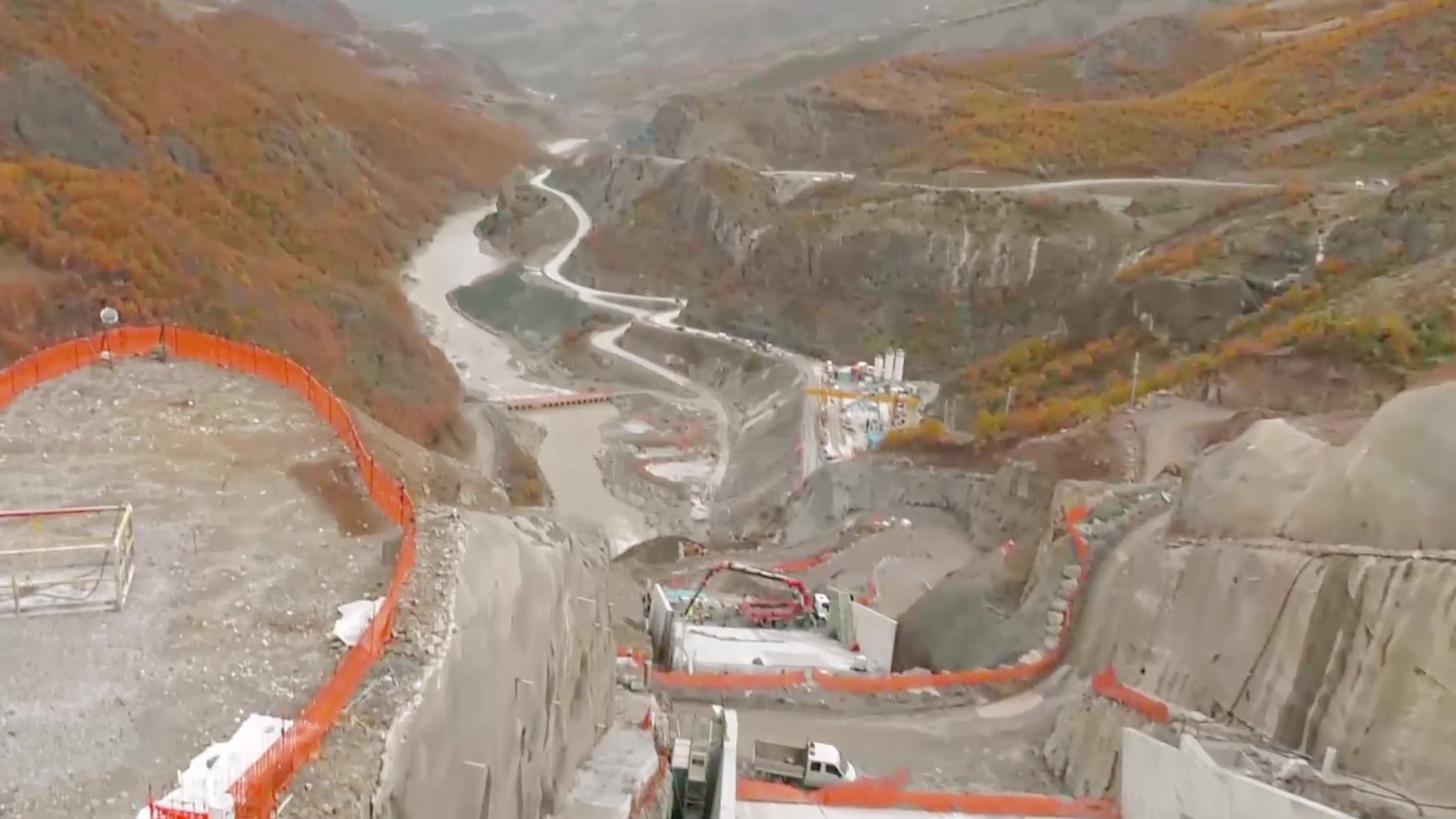Kryeministri Edi Rama në hidrocentralin e Moglicës