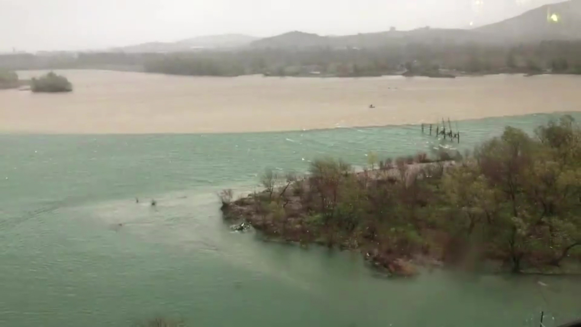 Shkodër, rritet niveli i ujit në Kir dhe në Bunë nga reshjet