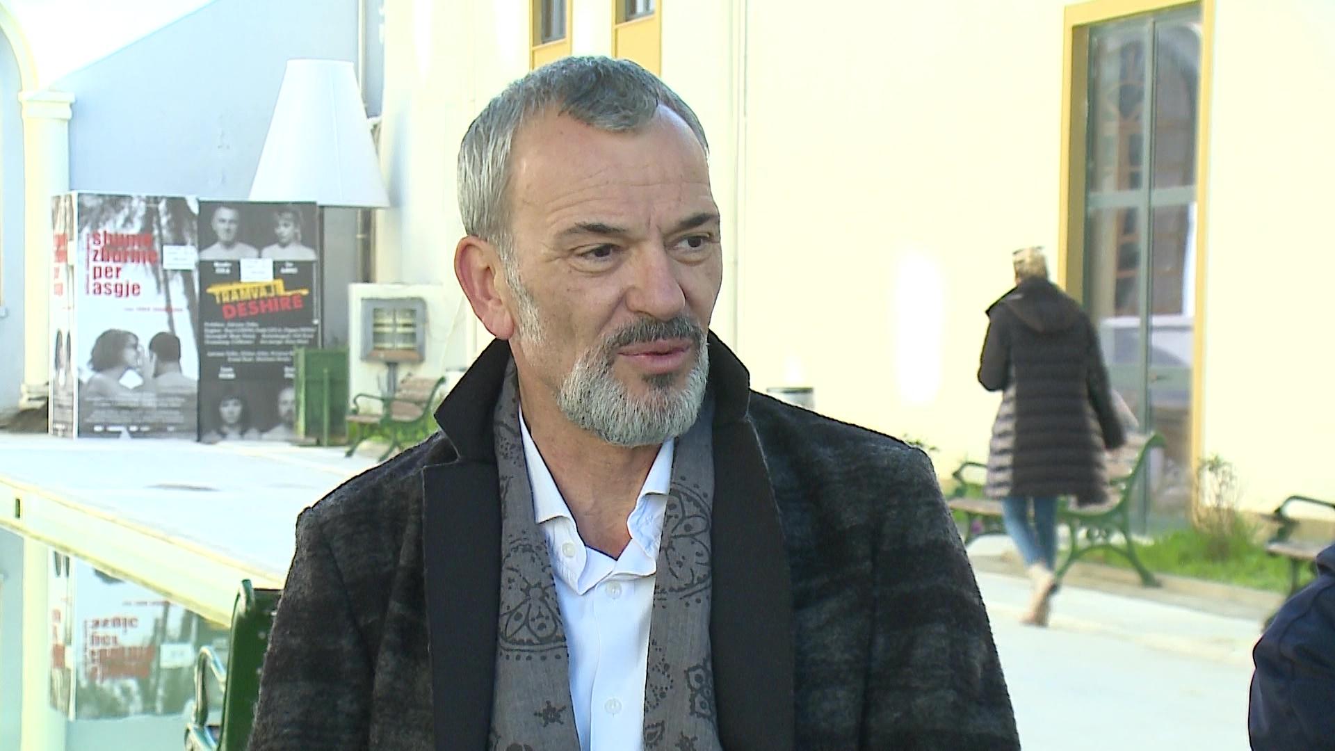 Artan Imami sjell konfliktin seksual në Teatrin Kombëtar