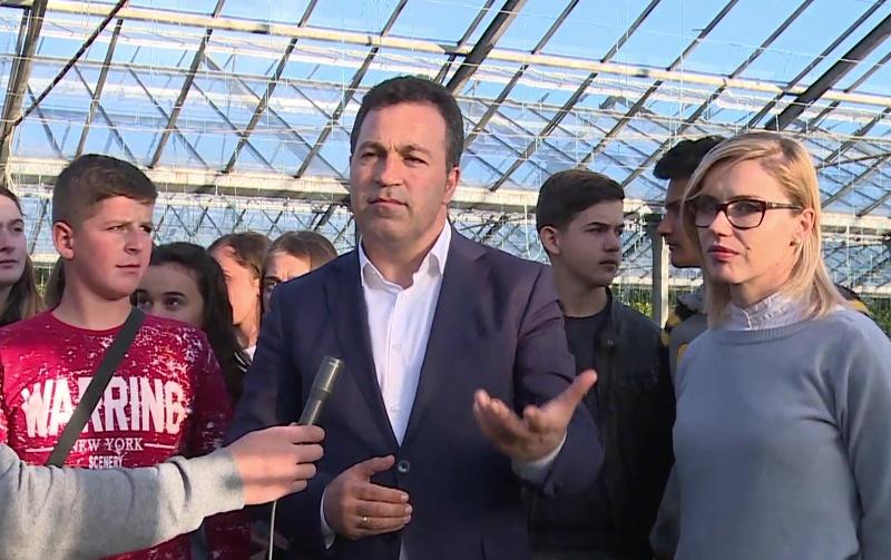 Ministri Peleshi i drejtohet të rinjve për bujqësinë