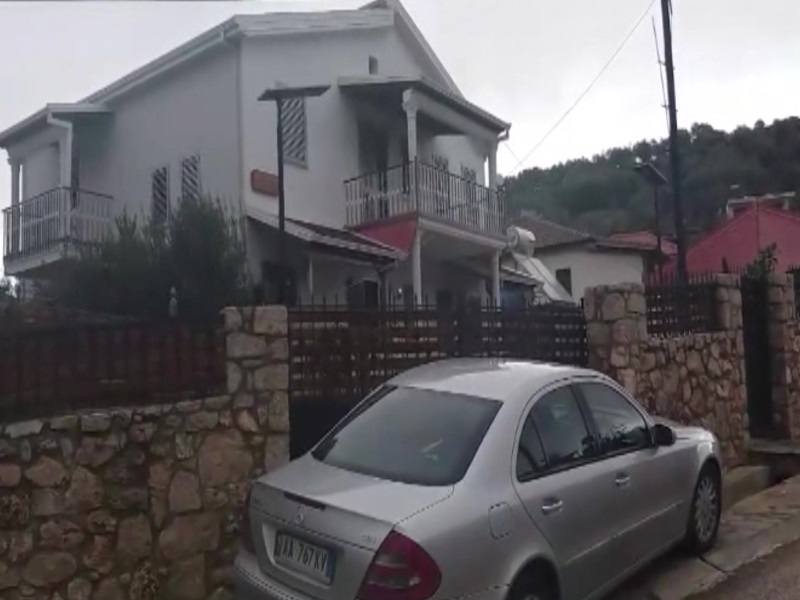 Berat, maska të armatosura terrorizojnë një familje në Urën Vajgurore