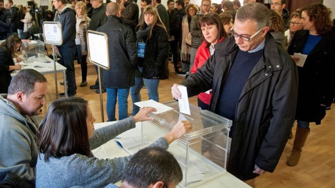 Katalonja i drejtohet kutive të votimit për të dalë nga kaosi