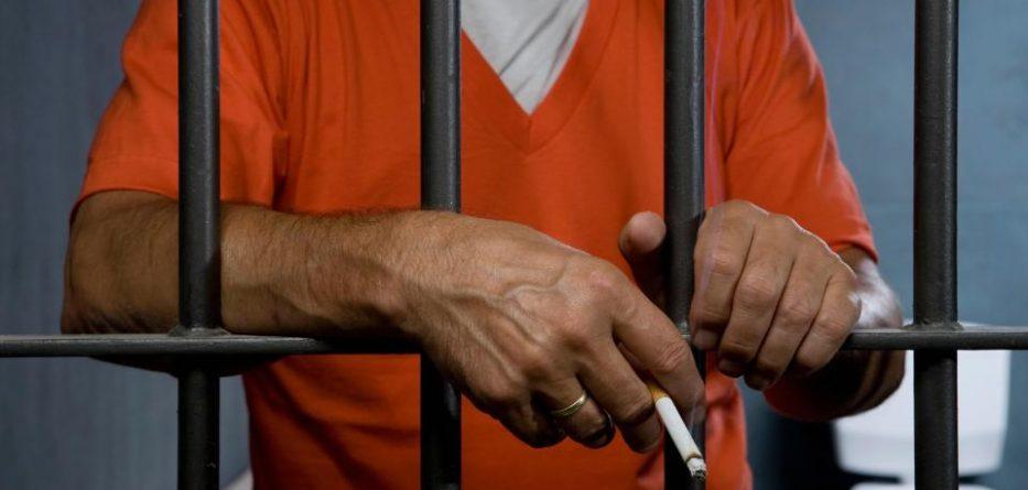 """""""The Sun"""": Kriminelët shqiptarë tymosin kanabis në burgje"""