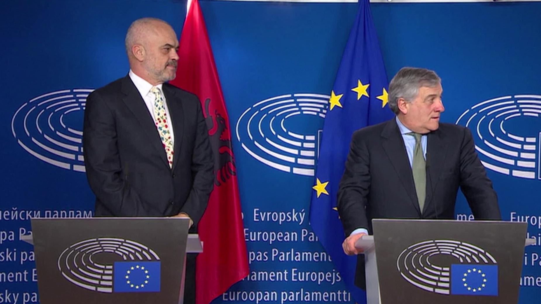 Presidenti i Parlamentit Europian Tajani pret Ramën
