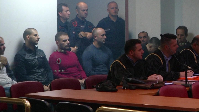 """Prokurorët """"shtyjnë"""" Shullazin, revoltohen avokatët"""
