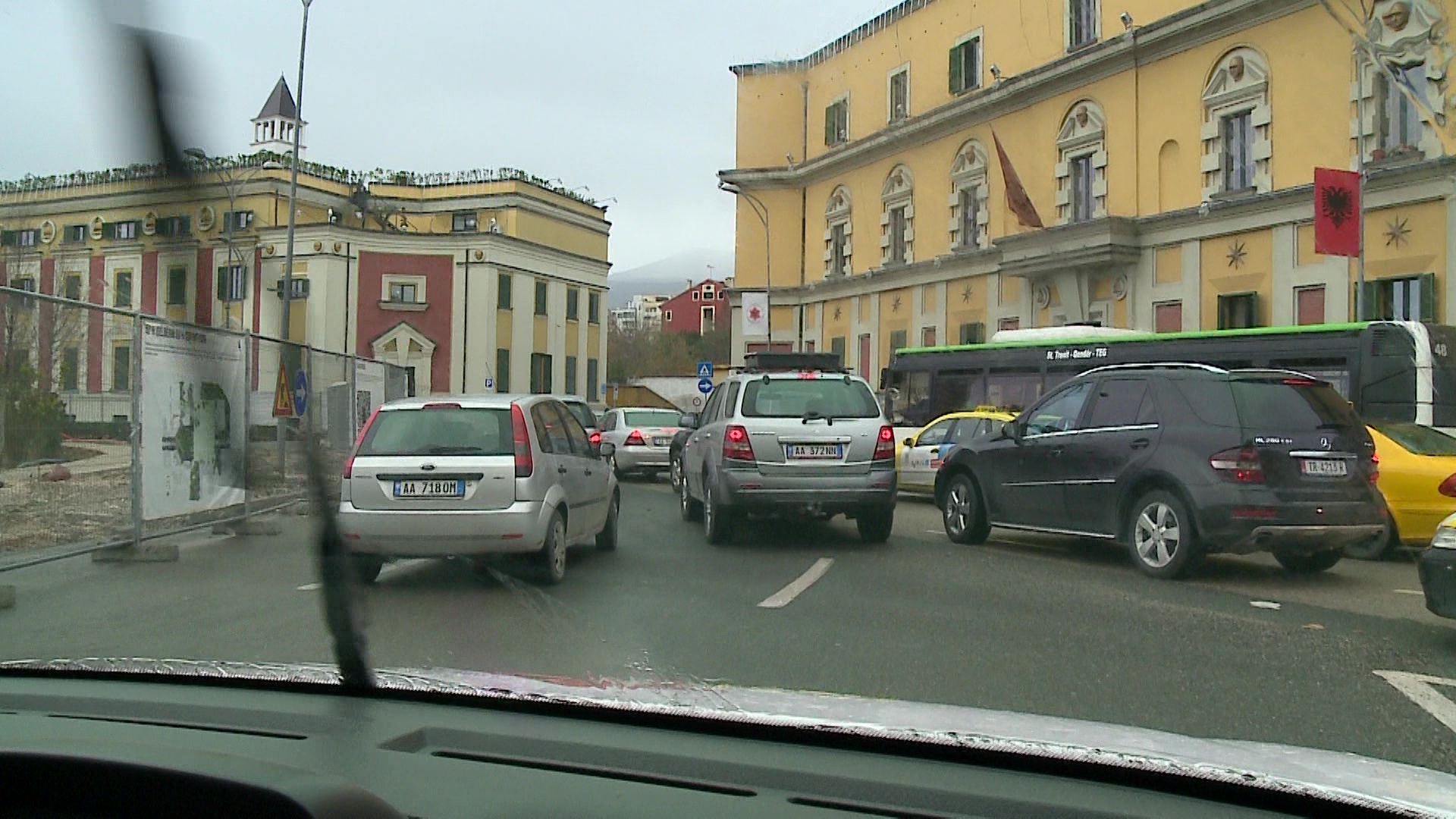 Trafiku vijon të jetë problem në Tiranë