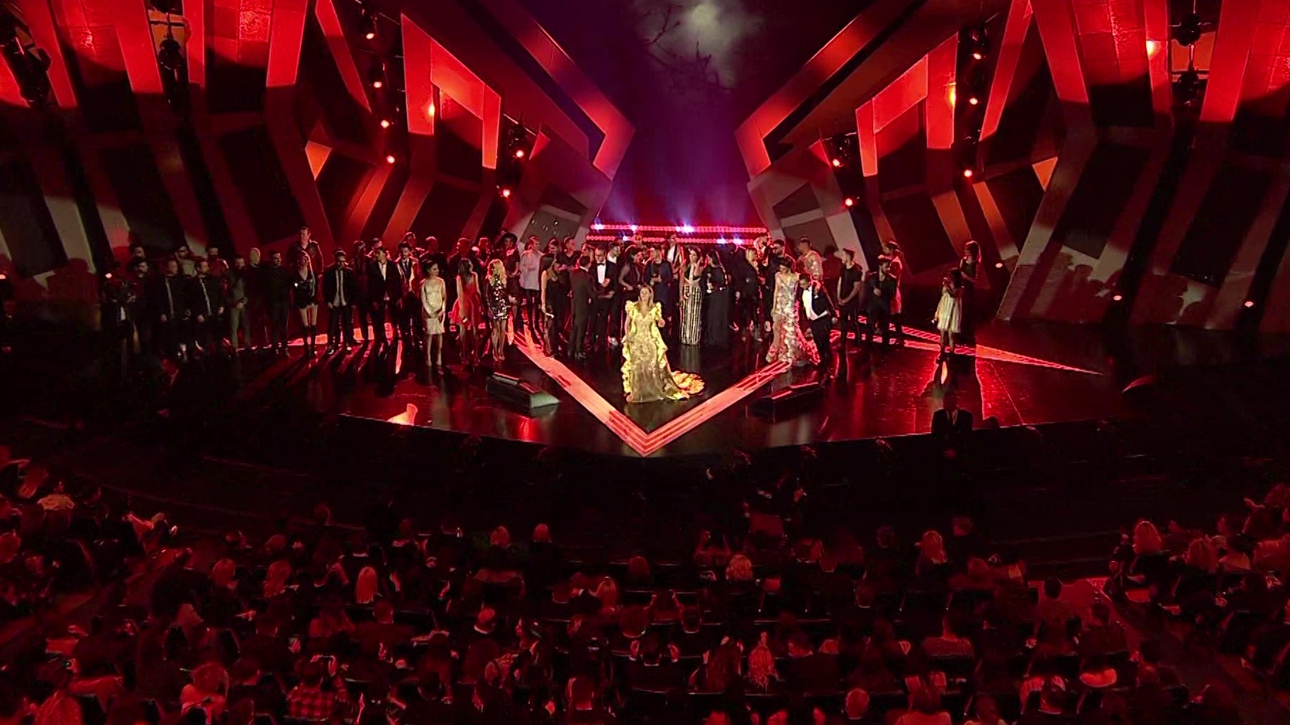 """""""E çmendura"""" Anxhela Peristeri fiton edicionin e 19 të Këngës Magjike"""