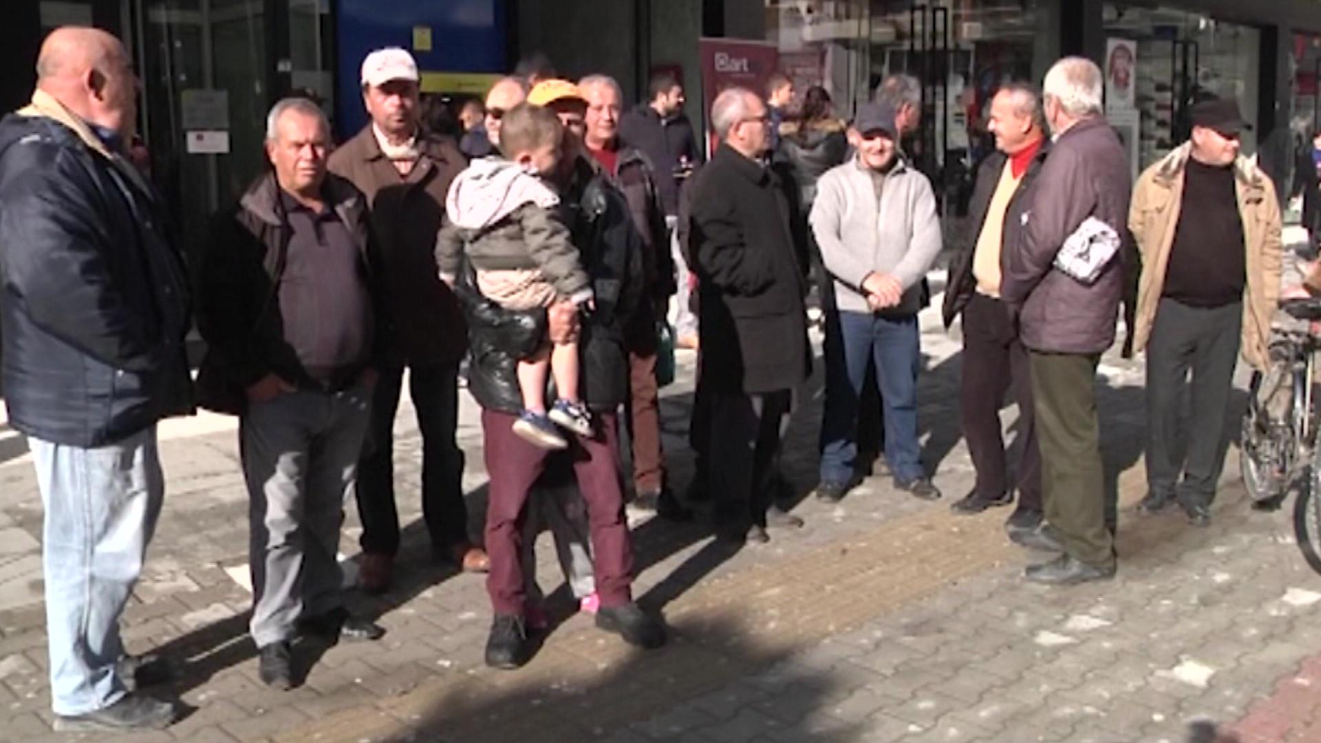 Punëtorët e ARMO-s në Vlorë vijojnë protestat për pagat