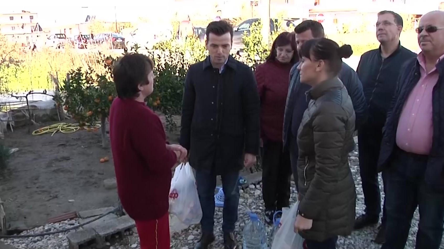 Agron Shehaj dhe Nada Meçorapaj shpërndajnë ndihma për banorët