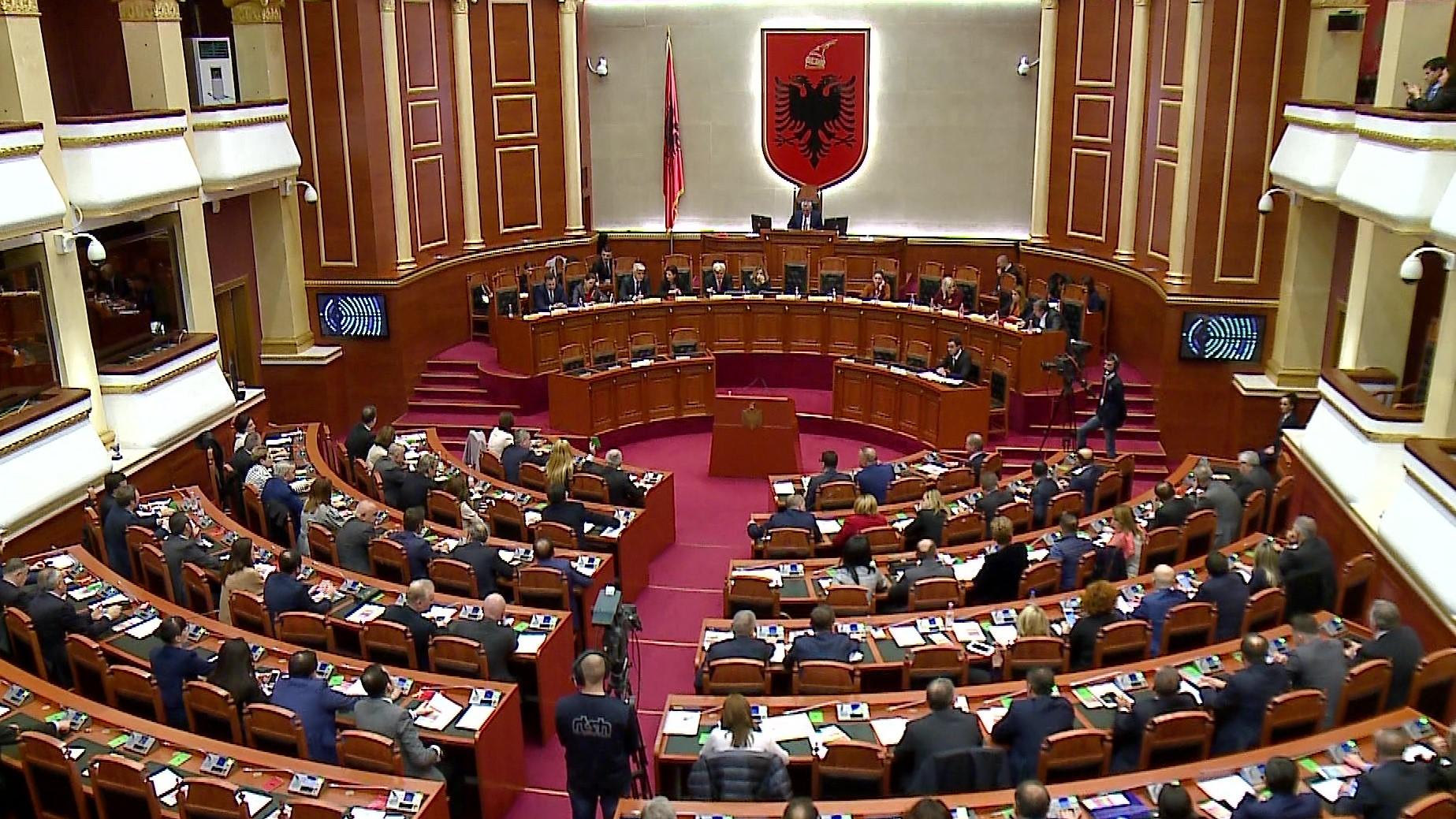 Kuvend i Shqipërisë miratoi projekt-rezolutën për dhunën në familje