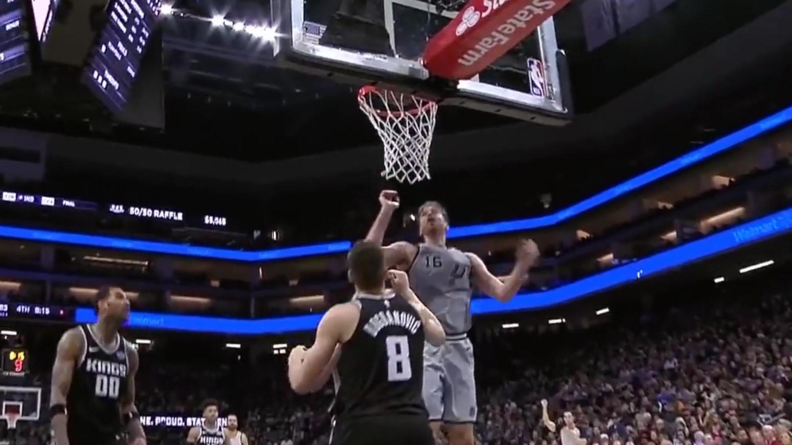 Pau Gasol shkëlqen në NBA, pavarësisht moshës 37-vjeçare