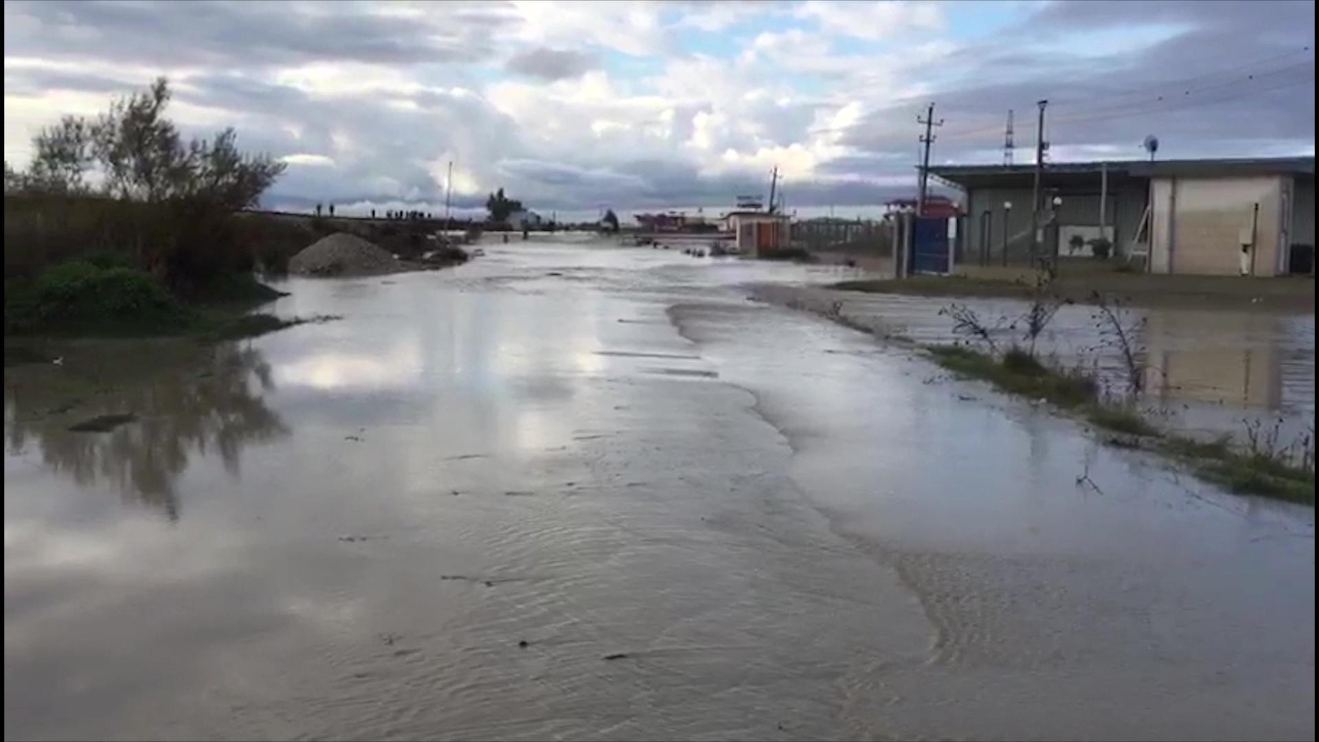 Fier, lumi Vjosë përmbyt fshatin Ferras
