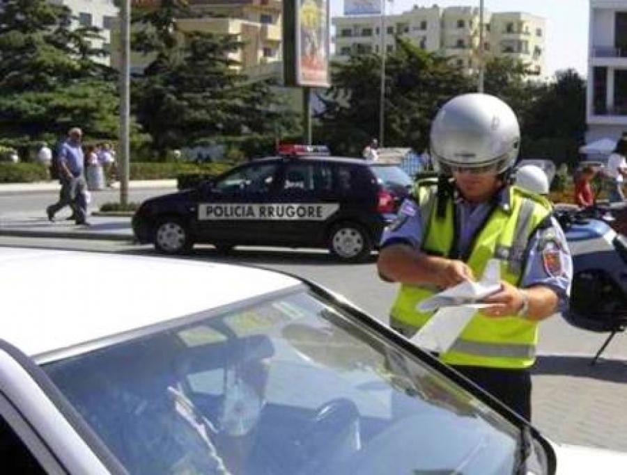 Arrestohet një punonjës policie për korrupsion