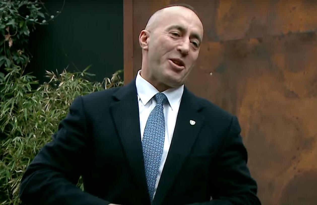 2018-01-11-22_43_28-Haradinaj-flet-për-vizën-amerikane-dhe-pasaportën-shqiptare-–-TV-KLAN.jpg