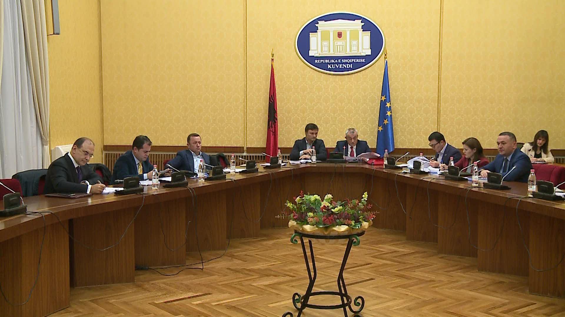 Këshilli i Legjislacionit vendos shqyrtimin e çdo vendimi të Gjykatës Kushtetuese