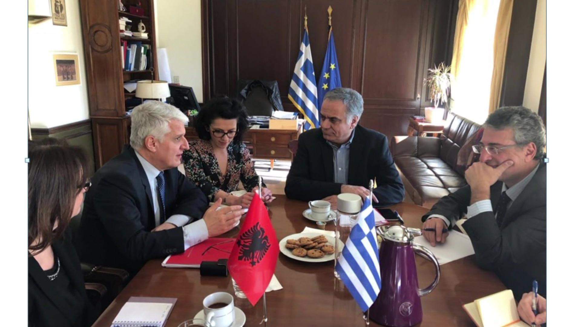 Majko me ministrin grek: Mbrojtja e emigrantëve, prioritet i qeverisë greke