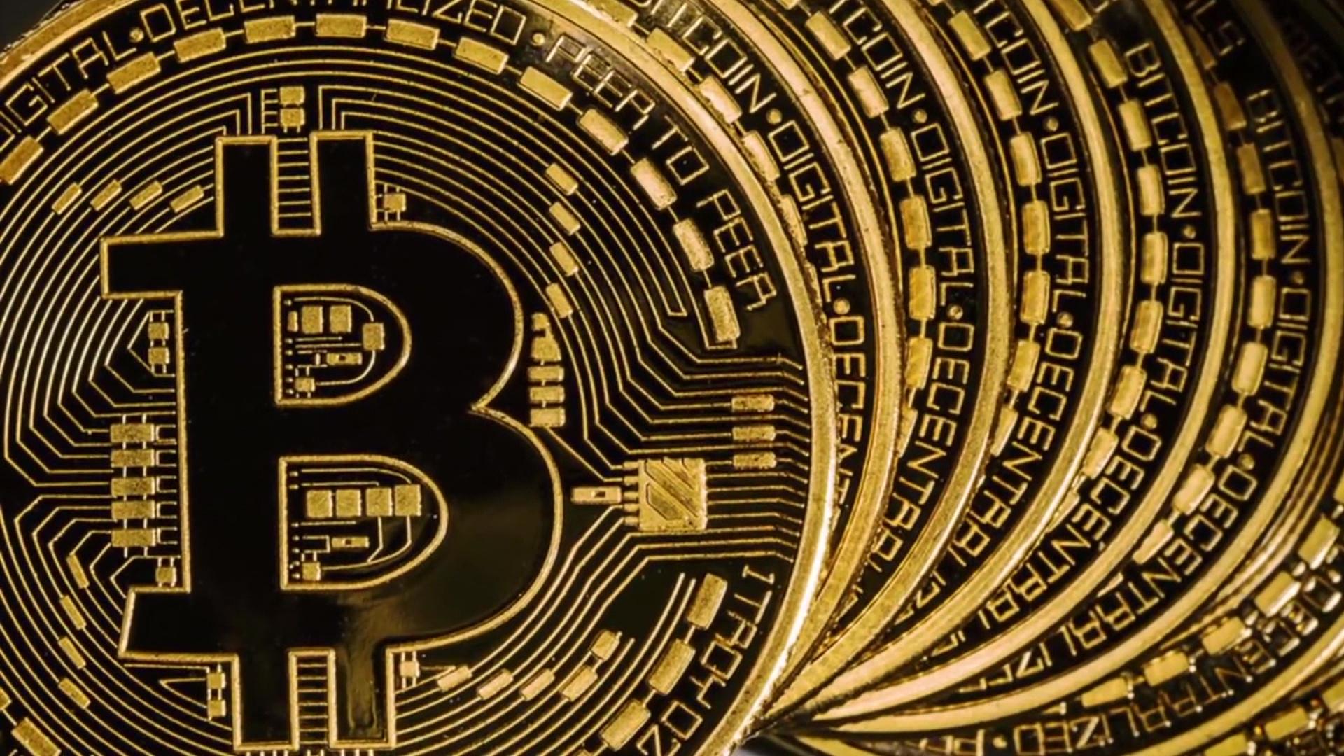 Bitcoin në minimumin historik, monedha virtuale sa vjen e humb terren