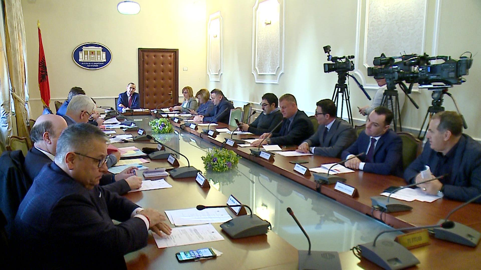 Komisioni i ligjeve votoi krijimin e nënkomisionit për KLP e KLGJ