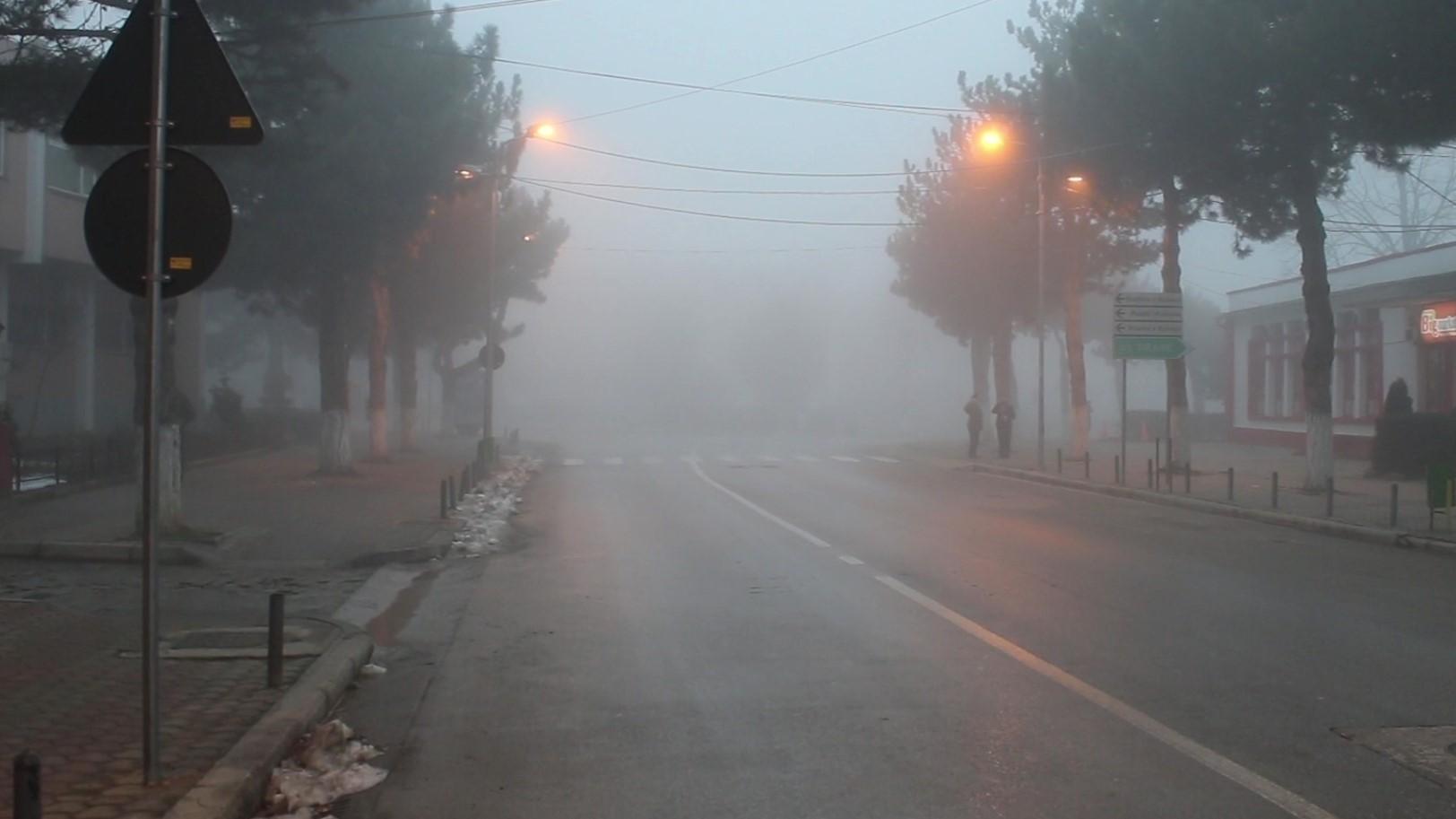 Mjegulla në Kukës, policia postoblloqe në Rrugën e Kombit