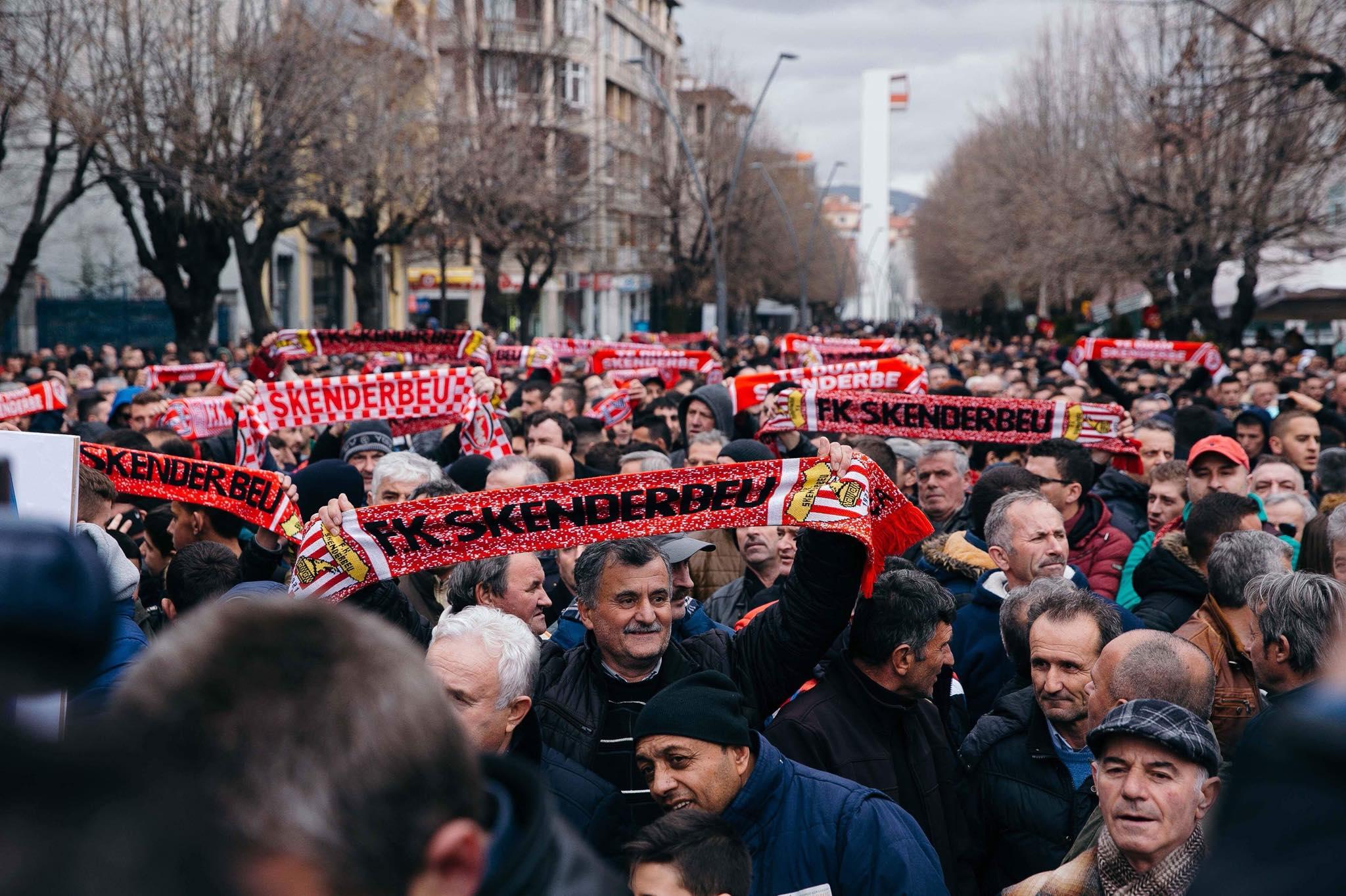 Korçë, miting në mbështetje të Skënderbeut