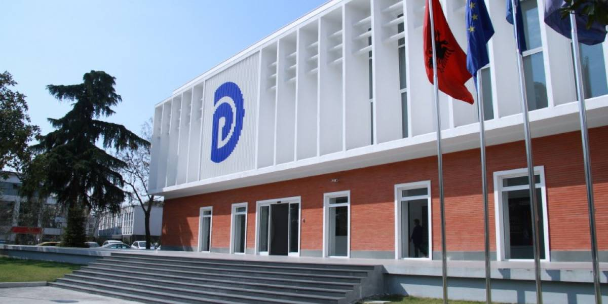 PD dorëzon kërkesën për mocion me debat me Kryeministrin