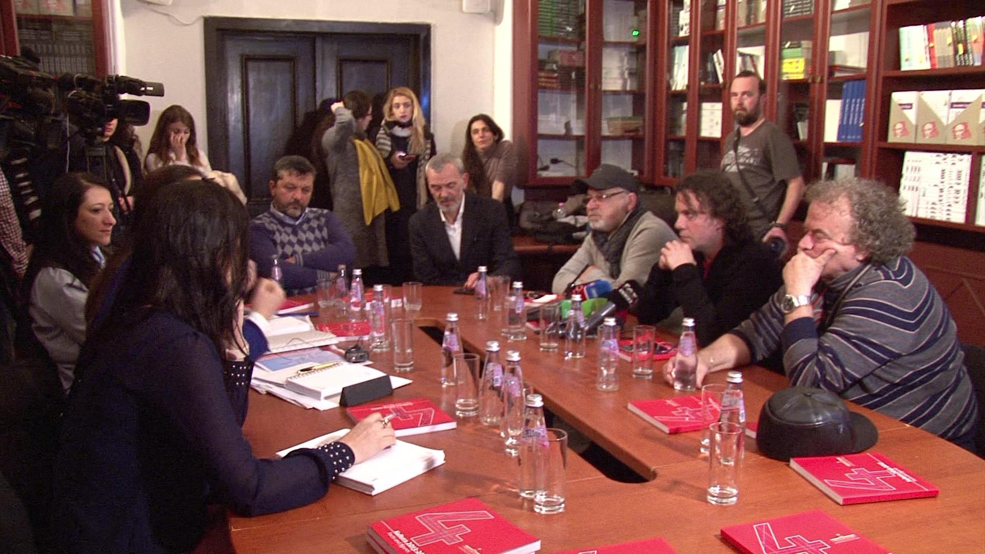 Ministrja Kumbaro nis tryezën e diskutimeve me artistët