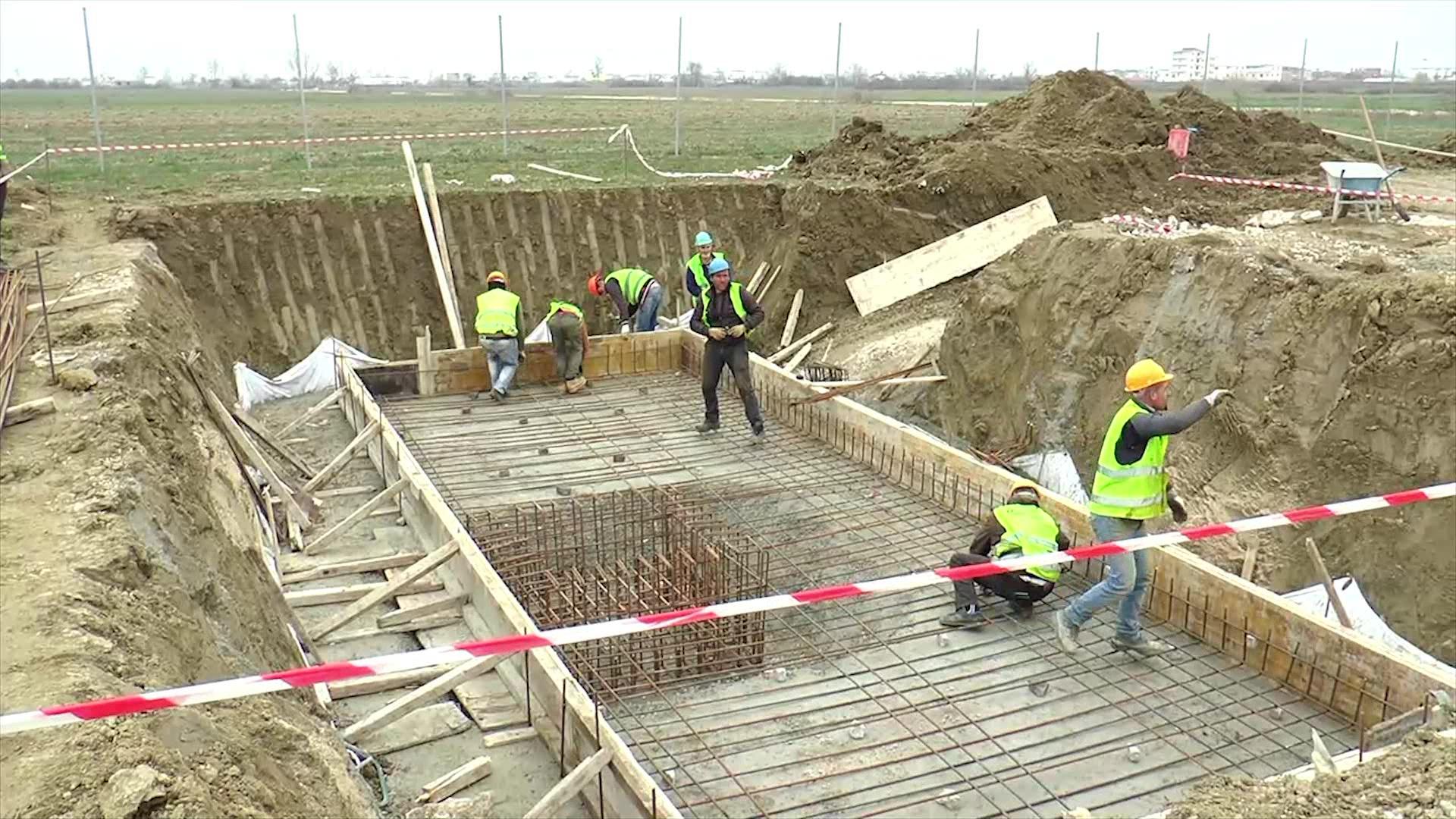 Ministri Gjiknuri në Gjirin e Lalëzit: Rritja e arkëtimeve nga uji shton investimet