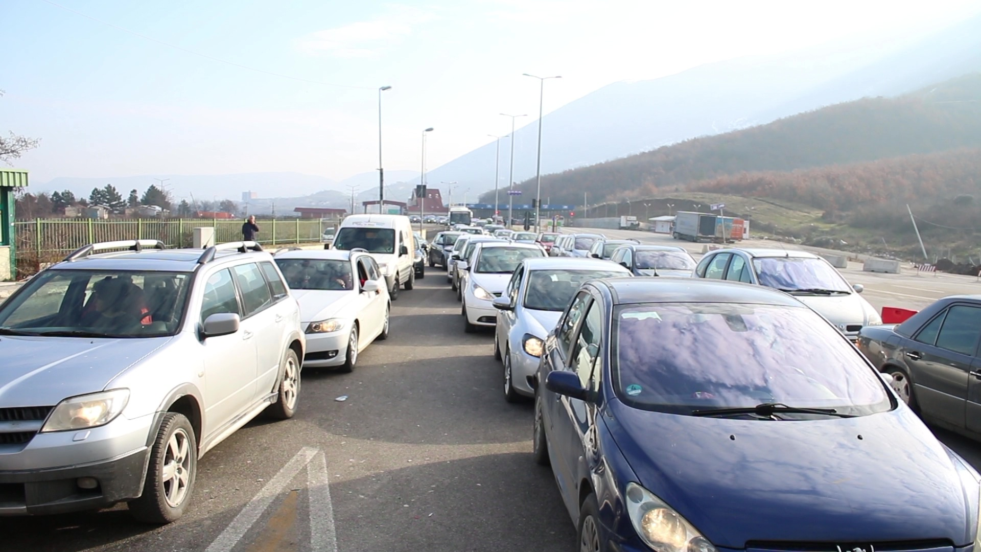 10 vjetori i pavarësisë së Kosovës/Mijëra kosovarë drejt Shqipërisë