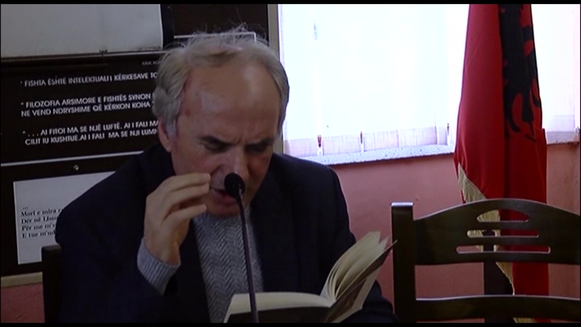 """""""In Love"""" në Lezhë/Preç Zogaj mes lexuesve të poezisë"""