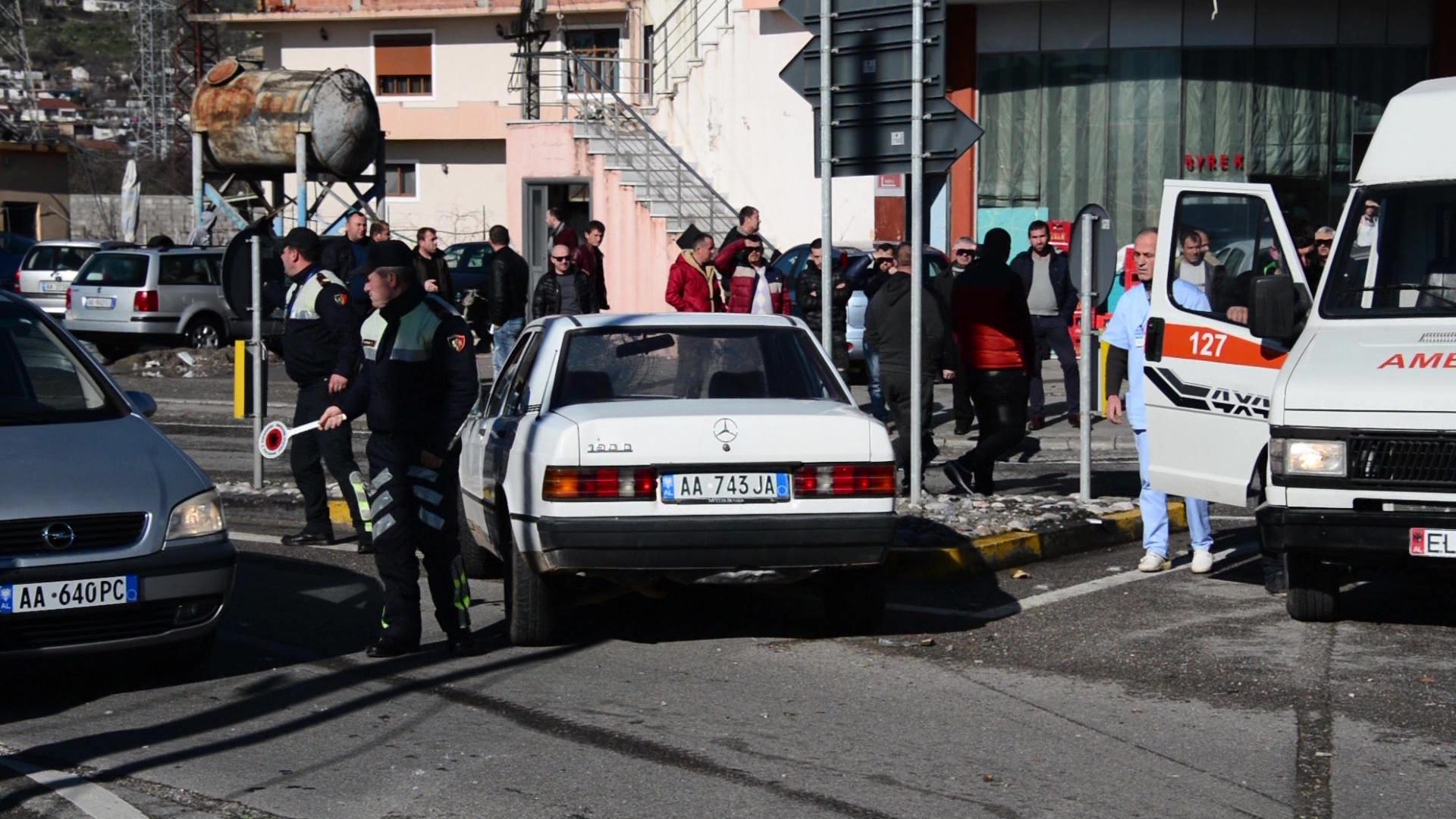 Aksidentoi me vdekje një grua dhe plagosi 4 të tjere, arrestohet shoferi