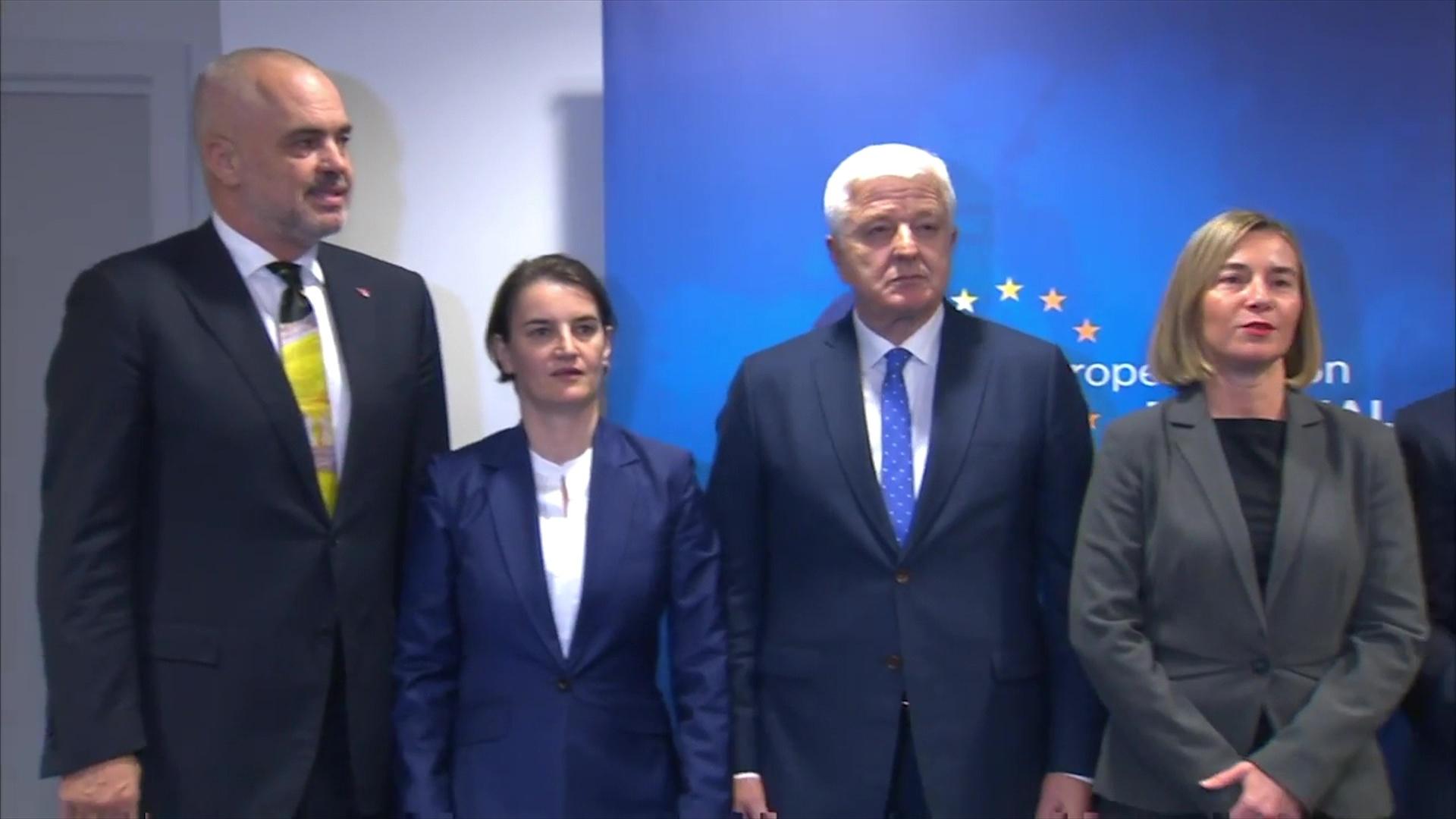 """""""Financial Times"""": Shqipëria mund të kalojë Serbinë për anetarësim në BE"""