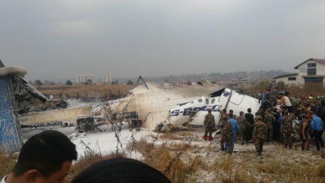Nepal, rrëzohet gjatë uljes avioni me 71 persona në bord