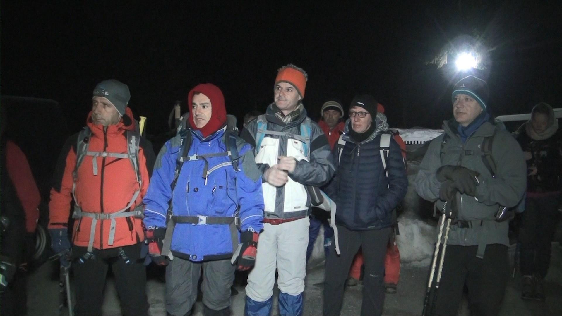 Alpinistë shqiptarë e të huaj ngjiten në majat e alpeve në Valbonë