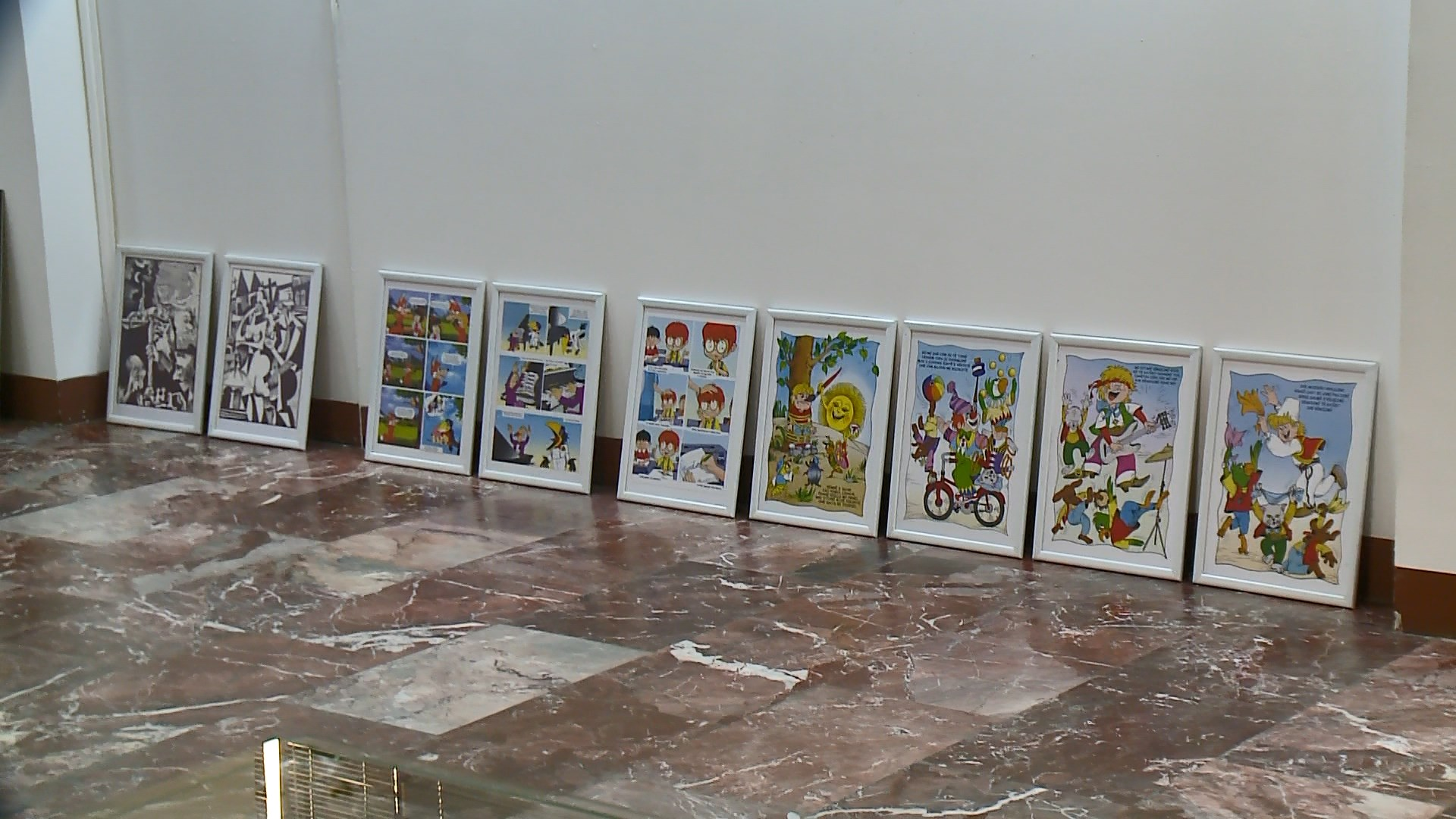 Petrit Ymeri: Ilustruimi i librave në një ekspozite retrospektivë