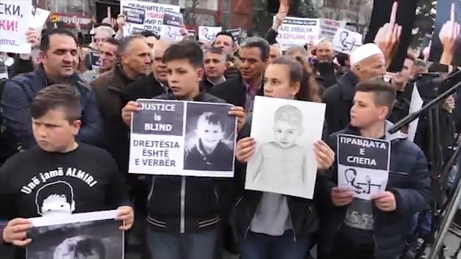 Protestë para qeverisë në Shkup/Nëna e Almirit: Të luftojmë padrejtesitë