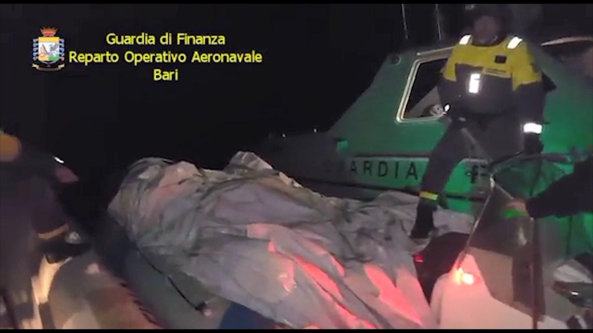 Itali, pranga 2 shqiptarëve me 500 kg drogë/Vlorë, arrestohen 2 policë