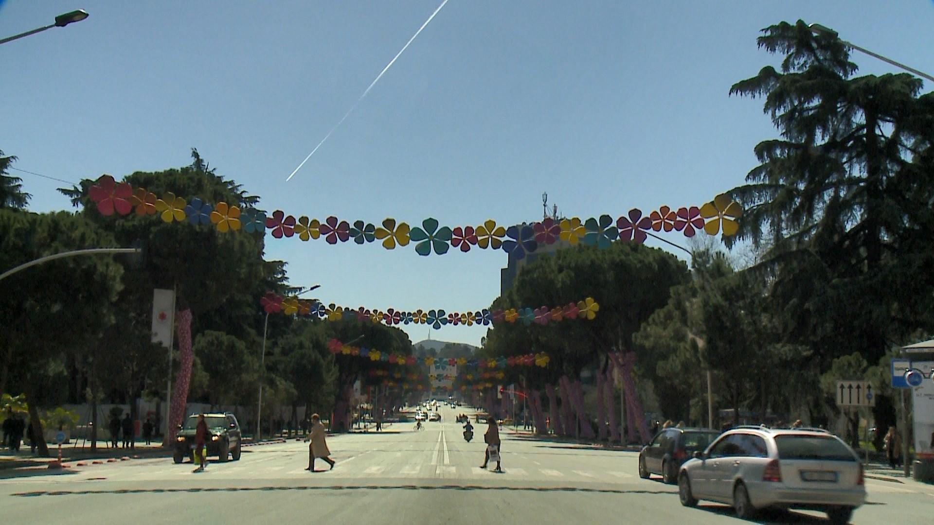 Tirana përgatitet për Ditën e Verës/Kanoe, muzikë, panaire