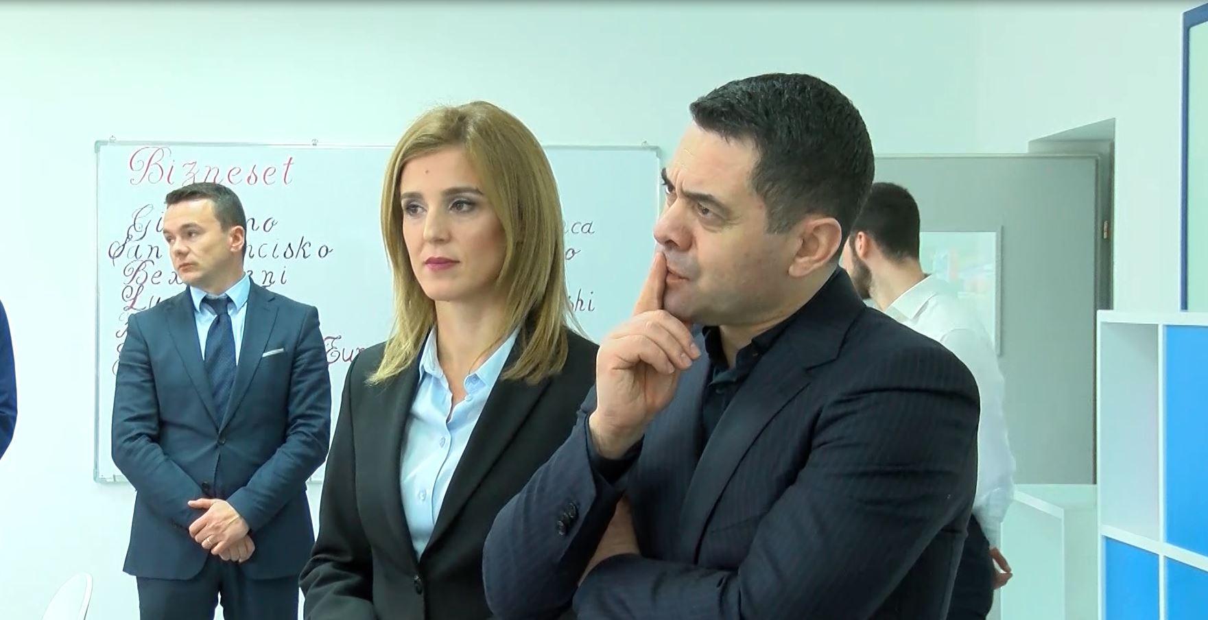 Ministri Ahmetaj në Shkodër, inauguron shkollën profesionale