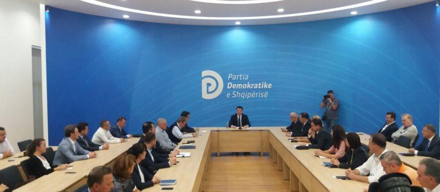PD mbledh kryesinë, Basha propozon grup pune për kritikët e tij