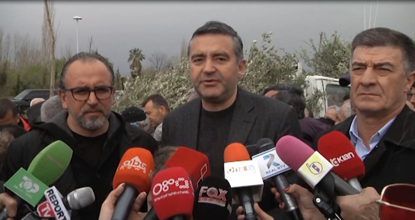 Ministri Klosi mbjell ullinj në Vlorë