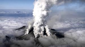 """Japoni, shpërthen vullkani i """"James Bond"""""""