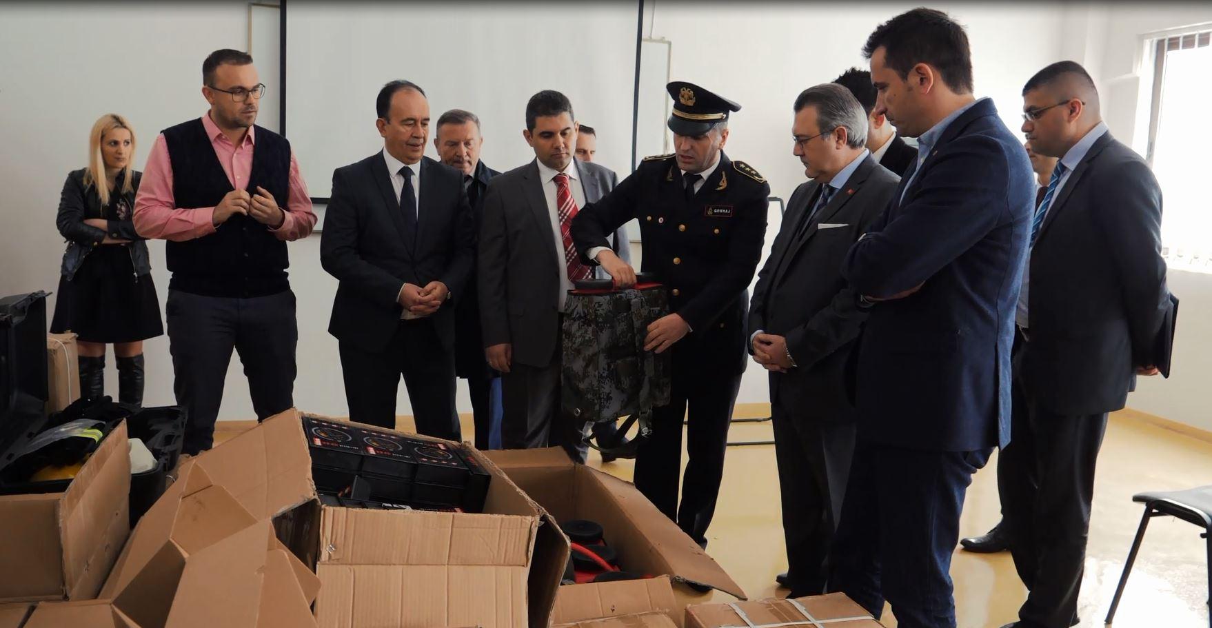 Pajisje të reja për shërbimin zjarrfikës në Tiranë