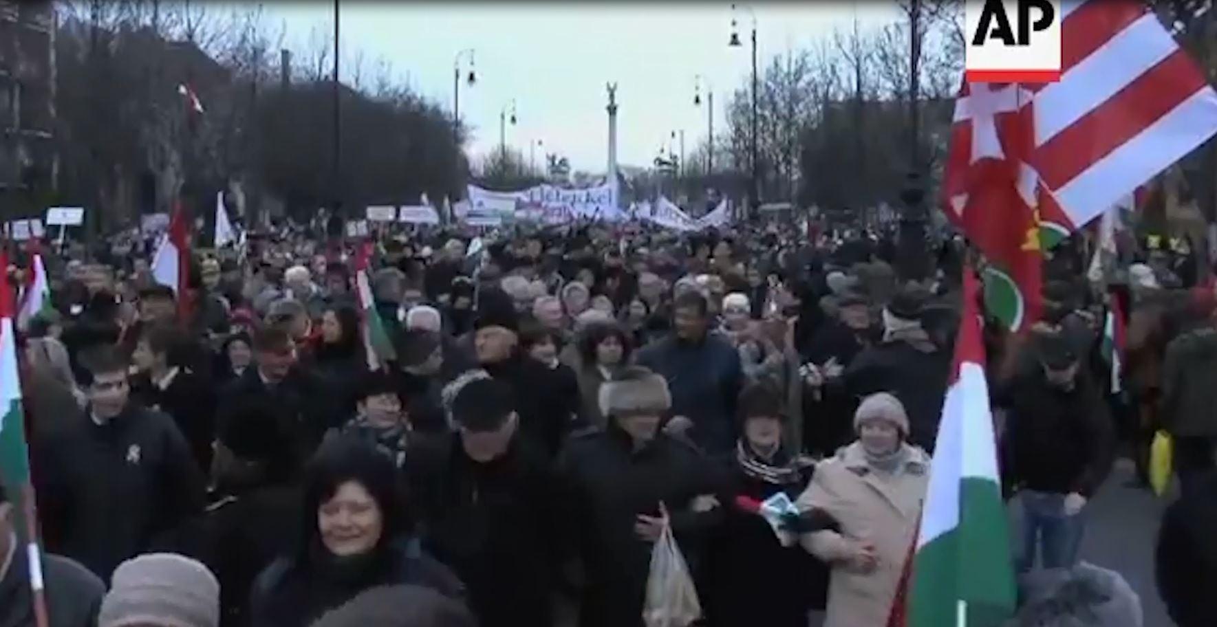 Hungari, dhjetëra mijëra në mbështetje të Orban